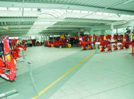 Im ehemaligen Autohaus ist reichlich Platz, um die umfangreiche Produktplatte entsprechend  zu präsentieren.