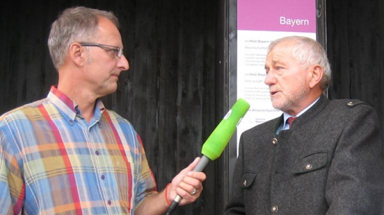 Niko Versch, Aschaffenburg, (l.) im Interview mit agrarheute.com