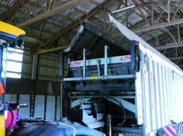 Das Klappdach kann bequem von der Kabine aus bedient werden. Foto: Möbius