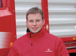 Fabian Arndt, Landmaschinenverkäufer bei Matec Maschinentechnik, ist von der Qualität der Pöttinger Lade- und Silierwagen überzeugt. Zufriedene Kunden bestätigen seine Einschätzung.