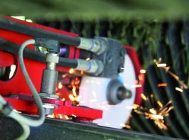 Insgesamt acht Induktivsensoren überwachen die Funktionen des autocut und die Position der Armaturen
