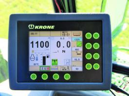 Per Knopfdruck kann der Fahrer beim  BiG X 700 zwischen Eco- und XPower wählen. Die Motordrückung wird während der Fahrt im Leistungsmonitor angezeigt.