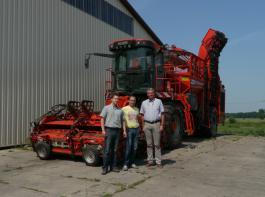 Team Inhaber und Geschäftsführer Joachim Heller (rechts) mit seinen beiden Betriebsleitern am Standort Reppichau: Kevin Schwarzkopf (Mitte) und Philipp Stolpe.