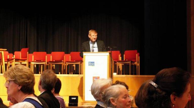 Referent Josef Epp hält einen mitreißenden Vortrag