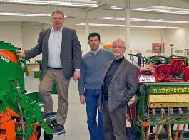 Konstruktionsleiter Reimer Uwe Tiessen, Dr. Sven Dutzi, Leitung Produktmanagement, und Bernd Gattermann, ehemaliger Konstruktionsleiter bei Amazone (v.li.), setzen auf Vielseitigkeit und hohe Leistung bei den Säkombinationen.