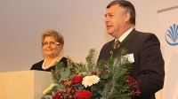 Landesbäuerin Anneliese Göller und Walter Heidl danken den Ehrenamtlichen für Ihr Engagement.