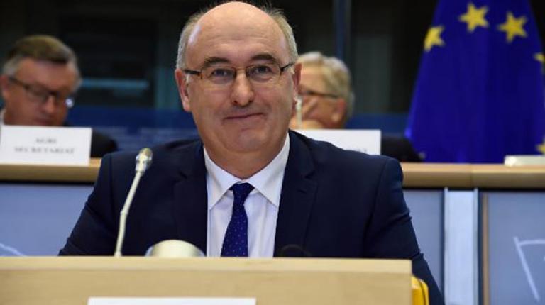 EU-Agrarkommissar kommt trotz Diskussionen ins Haus der Bayerischen Landwirtschaft.