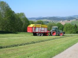Im Bayerischen Wald zieht der Europrofi-Ladewagen seine Bahnen