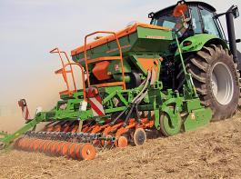 Der Trend bei Säkombinationen geht klar zu größere Saatguttanks, größere Arbeitsbreiten und noch höhere Arbeitsgeschwindigkeiten.