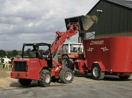 Ob ein Futtermischwagen in Serienausstattung ausreichend ist oder ob er zum Beispiel ein Schaltgetriebe oder Förderband haben sollte, hängt vom Einsatzbereich ab.