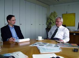 Wolfgang Zahn (re.), Vorstand Entwicklung bei Stihl, im Gespräch mit Johannes Hädicke,  Ressortleiter MOTORGERÄTE in der Redaktion AGRARTECHNIK.