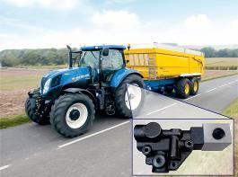 Das intelligente Anhängerbremssystem erkennt aktiv die aktuelle Fahrsituation und verhindert durch gezieltes Abbremsen des Anhängers ein Wegschieben des Traktors.