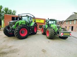 Zwei Großtraktoren mit Variogetriebe aus der Fendt-Flotte am Hauptsitz des Landtechnischen Lohnunternehmens Zeyn in Tespe.