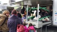 Das Kuhmobil ist beliebt bei den kleinen und großen Besuchern der Verbrauchermesse Land & Genuss in Frankfurt