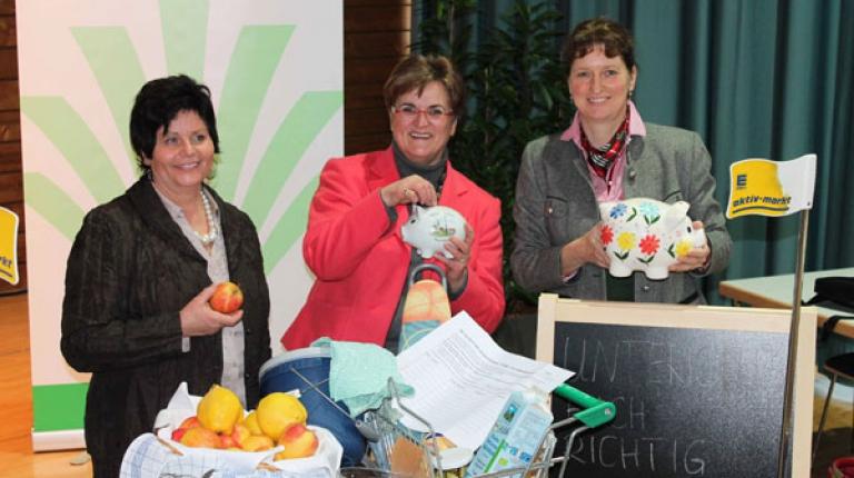 Landesbäuerin Anneliese Göller, Brigitte Scherb, Vorsitzende der Deutschen Landfrauen und Christine Singer, Bezirksbäuerin Oberbayern (v.l.)