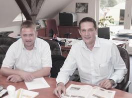 Geschäftsführer Jens-Peter Zeyn (r.) und Henning Grote, Abteilungsleiter für Argrarservice in Tespe.