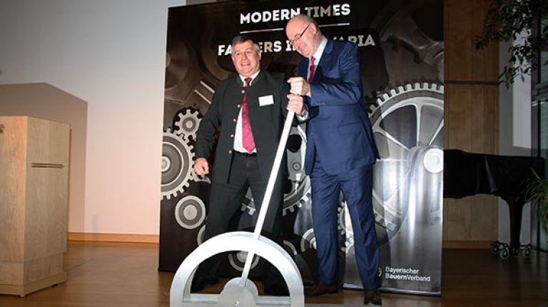Gemeinsam wollen Bauernpräsident Heidl und EU-Agrarkommissar Hogan die Hebel für eine erfolgreiche Zukunft der bayerischen Bauernhöfe stellen