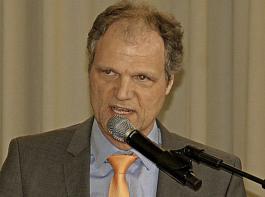Jochen Schneider,  ZG Raiffeisen, zeigte in Hilzingen auf, was bei Landwirtschaft 4.0 schon geht, was Zukunftsmusik und was visionär ist.