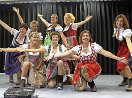 Die Tanzgruppe der Kadelburger Landfrauen begeisterte  beim  Bezirkslandfrauentag in Dangstetten.