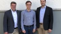 Der neue Vorsitzende des Kreisbauernverbandes Limburg-Weilburg, Marco Hepp (rechts), und der neue Geschäftsführer der Kreisbauernverbände Limburg-Weilburg und Rheingau-Taunus, Jonas Bachmann (Mitte), stellten sich in der Gremiensitzung vor. Der 40-jährige Agrartechniker Hepp bewirtschaftet in Hünfelden-Dauborn einen Ackerbaubetrieb mit 450 Zuchtsauen. Bachmann ist 23 Jahre alt und hat in Halle Agrarwissenschaften (Master) studiert. Er kommt aus der Rhön und hat das Verbandsgeschehen durch ein mehrmonatige Praktikum beim KBV Fulda-Hünfeld kennengelernt. Als Vorsitzender des Kreisbauernverbandes Rheingau-Taunus und HBV-Vizepräsident freut sich Thomas Kunz (links) auf eine gute Zusammenarbeit.