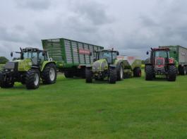 Am Fuhrpark zu erkennen: Bei Traktoren steht bei Lohnunternehmer Verbarg die Marke Valtra ganz vorne.