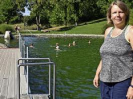 Elsa Weicher sorgt im Egginger Naturbad dafür, dass sich die Badegäste jederzeit wohlfühlen. Sie hat das Bad samt Kiosk von der Gemeinde gepachtet.