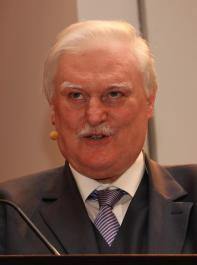 Peter Wohlfarth stellte den Kandidatinnen die teilweise  kniffeligen Fachfragen.
