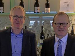 Der Affentaler Geschäftsführer Dr. Ralf Schäfer (links) und BWGV-Präsident Dr. Roman Glaser informierten über die Ernteerwartungen für Baden.