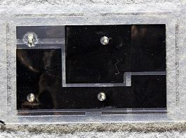 Diese kompostierbare Batterie im Scheckkartenformat basiert auf Mangan und Zink.