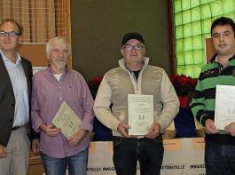 Siegerehrung für die besten  Braugersten (von links):   Joachim Rösch, Vorsitzender der Braugerstenstelle Südbaden, und die   Gebietssieger Rolf Schelble (Hochrhein), Uwe Koch (Oberrhein) und Axel Schütz (Höhengebiet).