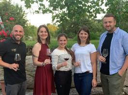 Jungwinzer stellten ihre Weine online vor (von links): Joscha Dippon, Anja Gemmrich, Sina Erdrich, Mara Walz und Florian Kuhn. Michael und Annika Weber waren virtuell vertreten.