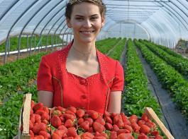 Die scheidende Erdbeerkönigin Anne Obrecht