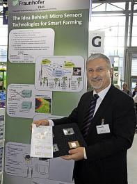Das Fraunhofer-Institu ENAS stellte in Hannover seine kompostierbaren, sehr preiswerten Feldsensoren vor.