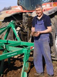 Schwergrubber können den Ackerboden ohne Vorarbeit krumentief lockern.