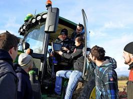 Technikfreaks finden in der Landwirtschaftsbranche ebenso spannende Aufgaben wie Azubis und Studierende aller grünen Berufe.