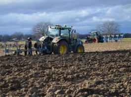 Im praxisnahen Unterricht an der Fachschule erhalten die angehenden Landwirte auch technische Kenntnisse.
