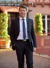 """Bruno Metz, Bürgermeister der Stadt Ettenheim, stammt aus Oberkirch, wo die Eltern Nebenerwerbslandwirtschaft mit Obst- und Weinbau betrieben. """"Der Weinbau ist Teil der Kultur dieser Region und er prägt die Menschen"""", betont Metz."""