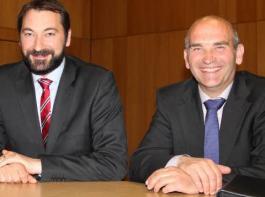 Geschäftsführer Michael Roßmann (links) und Vorstandsvorsitzender Wendelin Obrecht waren froh über das positive Votum zum Hagelflieger.