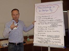 Erfahrungsaustausch und Vernetzung sind wichtig:  Bioland- Berater Matthias Becker moderierte den Praktikertag.