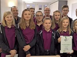 """Die Schülerfirma """"Rebgeister"""" aus Kappelrodeck errang den zweiten Platz beim Landwirtschaftspreis für unternehmerische Innovationen """"L.U.I""""."""