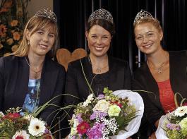 Die Badische Weinkönigin 2017/18, Franziska Aatz (Mitte), und die Prinzessinnen Katharina Kammerer (Links) und Kim-Lucy Rutz nehmen im Juni Abschied.