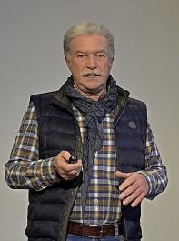 Friedbert Schill, Biolandwirt aus March-Buchheim, stellte seinen Hof und sein Engagement im BLHV vor.