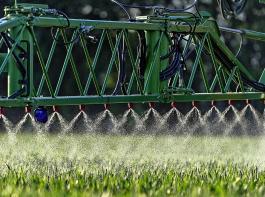 Landwirte in Deutschland haben  von 1998 bis 2015  infolge  eines Kartells von Großhändlern überhöhte  Preise für Pflanzenschutzmittel bezahlt, meint das Bundeskartellamt.