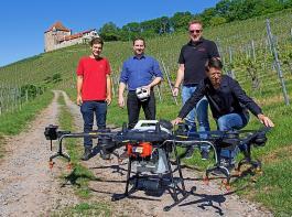 Sie waren an der Entwicklung der Sprühdrohne DJI Agras T16 beteiligt (von links): Martin Joos und Dr. Manuel Becker (LVWO Weinsberg), Mischa Kohnen (Droneparts) und Johannes Bertsch (Dronexperts).