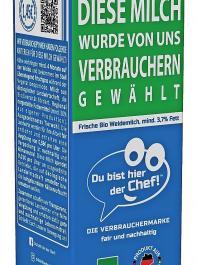 Die unverbindliche Preisempfehlung ist gleich auf die Packung  aufgedruckt: So sieht die Milchtüte der Verbrauchermarke aus. Im  Unterschied zum französischen Vorbild ist es eine Bio-Milch.