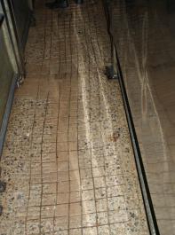 Rutschige Böden und reflektierende Wände verursachen Stress.