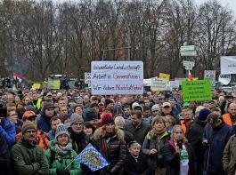 Tausende Bauern waren am Dienstag im Zentrum Berlins  zur Protestkundgebung versammelt.