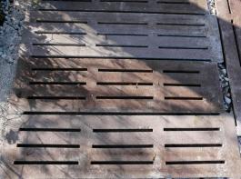 Alte Betonspalten sind begrünbar und preisgünstig. Die Frage ist, ob man welche bekommt. Ein weiteres Problem ist die mögliche Rutschgefahr.