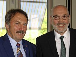 Der scheidende und der neue Präsident: Norbert Weber (links) hat den Deutschen Weinbauverband 20 Jahre lang geprägt, nun übernimmt Klaus Schneider aus Dirmstein in der Pfalz sein Amt.