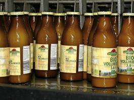 Bevor Milch in den Verkauf kommt, werden viele Kontrollen zur Qualitätssicherung durchgeführt.